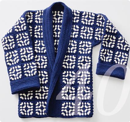 Häkelmuster für eine Jacke aus Grannysquares in blau weiss